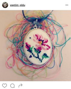 Seed Bead Art, Seed Beads, Cross Stitch Designs, Cross Stitch Patterns, Christmas Drawings For Kids, Embroidery Stitches, Hand Embroidery, Minis, Diy And Crafts