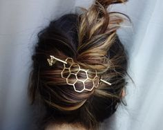 Large Brass Honeycomb Handmade Hair Bun Slide Pin with Dangling Bee Hair Twist Bun Pin - Lucy - Hair Clips Twist Hairstyles, Pretty Hairstyles, Hairstyle Ideas, Easy Hairstyle, Latest Hairstyles, Bangs Hairstyle, Teenage Hairstyles, Prom Hairstyles, Twist Pony