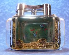 Dunhill Aquarium half giant lighter with fishes - anni 50. Disegnato e dipinto a mano da Ben Shillingford.  Non esiste uno uguale all'altro