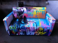 couch in the graffiti … Hand Painted Furniture, Funky Furniture, Home Decor Furniture, Sofa Furniture, Diy Home Decor, Painted Couch, Furniture Ideas, Graffiti Bedroom, Graffiti Furniture