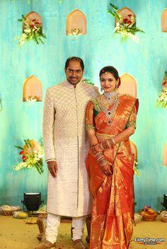 Full border sleeves for her day. Bridal Sarees South Indian, Bridal Silk Saree, Indian Bridal Wear, South Indian Bride, Saree Wedding, Bridal Lehenga, Silk Sarees, Wedding Saree Blouse Designs, Pattu Saree Blouse Designs
