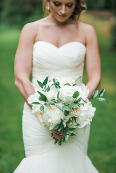White Peony Bouquet| Stunningly Beautiful Garden Wedding in Portland, Oregon|Photographer: Benjamin Clifford Photography