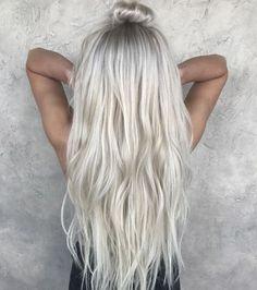 Blond platine sur cheveux long