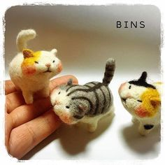 Needle felted cats. Different type of cat face. Look at those chubby cheeks!