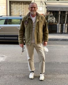 How To Wear White Jeans, White Jeans Outfit, White Pants, Khaki Pants, Mens Fashion Blog, Men's Fashion, Military Fashion, Jean Outfits, My Style