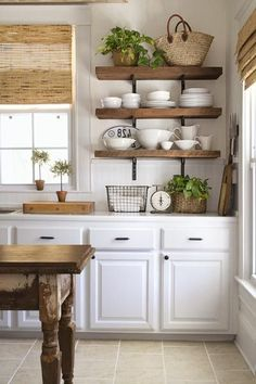 57 Inexpensive Farmhouse Kitchen Ideas On A Budget - Farmhouse Decoration Budget Kitchen Remodel, Kitchen On A Budget, Kitchen Ideas, Kitchen Remodeling, Remodeling Ideas, Diy Kitchen, House Remodeling, Updated Kitchen, Rustic Kitchen