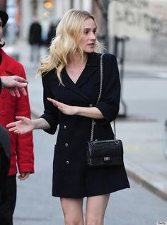 I love this outfit... so stylish :) Diane Kruger in black.