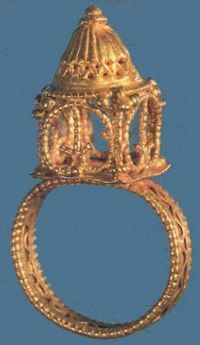 Byzantine gold ring depicting the Church of the Holy Sepulchre