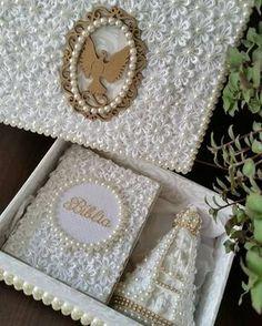 Olha que lindo esse kit da @feita_mao contendo: caixa personalizada + 1 Bíblia personalizada com ...