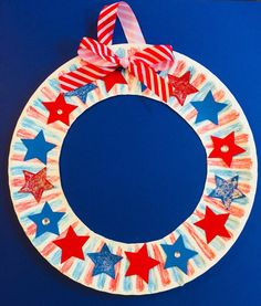Patriotic Star Wreath Paper Plate Craft Easy Summer Craft Inspiration Of Paper Plate Wreath Crafts. 4th July Crafts, Fourth Of July Crafts For Kids, Summer Crafts For Kids, Patriotic Crafts, 4th Of July, Spring Crafts, Patriotic Decorations, Summer Art, Blue Crafts