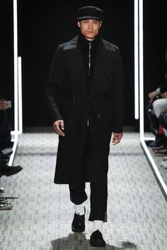See the complete Cerruti 1881 Fall 2017 Menswear collection.