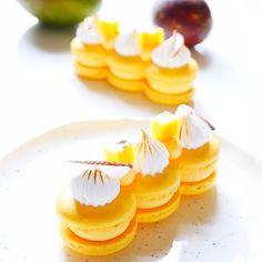 275 mentions J'aime, 16 commentaires – Clouds On A Plate [COAP] (@clouds_on_a_plate) sur Instagram : « Passionfruit, mango and coconut macaron eclair. Passionfruit curd, mango jelly centre, torched… »