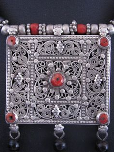Gorgeous  Antique Yemeni Bawsani Silver and Coral Necklace.