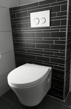 Toilet betegeld met 20 x 40 met strookjes look en wit 30 x for Toilet betegeld