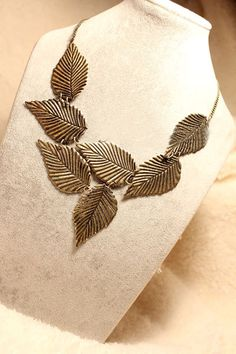 Vintage Elegant Leaves Decorative Designs Choker Necklaces