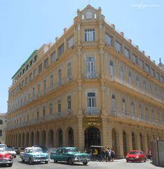 Esquina del Hotel Plaza que da al Parque Central en la Habana Vieja