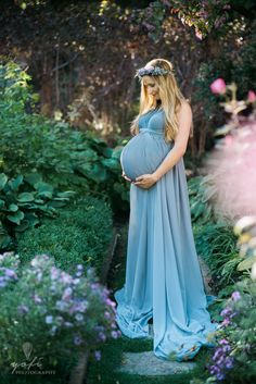Chicago Maternity Photography, Whimsical Maternity Photography //  Beautiful maternity session in a secret garden // Yofi Photography