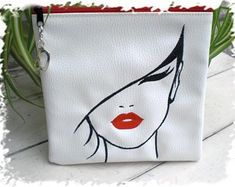 Canvas Handbags, Canvas Tote Bags, Fabric Paint Designs, Motifs Perler, Painted Bags, Handmade Bags, Handmade Handbags, Embroidery Bags, Jute Bags