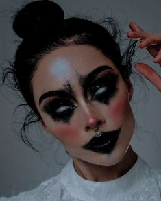 Scary Doll Makeup, Amazing Halloween Makeup, Scary Dolls, Halloween Makeup Looks, Eye Makeup, Halloween Halloween, Halloween Parties, Vintage Halloween, Vintage Witch