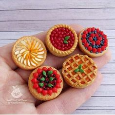 Most recent Totally Free Polymer Clay Crafts miniature dollhouse Popular Miniature Crafts, Miniature Food, Miniature Dollhouse, Dollhouse Ideas, Polymer Clay Kawaii, Polymer Clay Charms, Diy Clay, Clay Crafts, Mini Craft