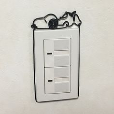男性で、のカラーワイヤー/スヌーピー/ワイヤークラフト/セリア/100均/照明スイッチ…などについてのインテリア実例を紹介。「照明スイッチにスヌーピー降臨( ^ω^ ) さっき買ってきたセリアのカラーワイヤーでサクッと作ってみましたが、ワイヤー径が太すぎて細部が表現出来ず。。。(^_^*) もう少し大きな作品で使いたいですね〜 とりあえずお試しという事で(^-^)」(この写真は 2017-10-01 17:14:40 に共有されました)