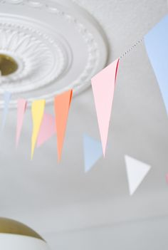 DIY Party Bunting: Easy, Cheap & Festive – Francois et Moi – Party Decorations 2020 Diy Party Bunting, Diy Birthday Banner, Diy Banner, Diy Paper Bunting Flags, Diy Bunting Garland, Birthday Flags, Party Flags, Homemade Birthday Decorations, Paper Party Decorations