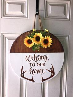 Wooden Door Signs, Wooden Door Hangers, Wooden Doors, Wood Signs, How To Make Signs, Making Signs, Door Hanger Printing, Sunflower Door Hanger, Welcome Signs Front Door