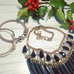 Complementos para esta noche... FELIZ NAVIDAD A TODOS ;)// Complements for my look this Christmas night ;). Merry christmas for all ;) #merrychristmas🎄 #christmasnights #complements #fashion #fashionstyle #style #lifestyle #amazingmoments #amazing #inlove #cute #jewelry #jewel #fblogger #bblogger #spanisblogger #khimma #eltocadordekhimma #ig #igers #picoftheday #photooftheday #instamoment #instagramers #instadaily #tagsforfollow #tagsforlikes #l4l #f4f