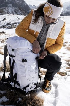 Functional products with feminine details, cuts and colors for more freedom of movement and comfort. Winter Shoes For Women, Pants For Women, Jackets For Women, Trekking Shoes, Winter Hiking, Hiking Pants, Freedom Of Movement, Softshell, Fall Collections