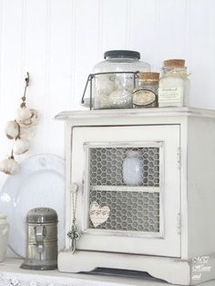 Upcycled furniture shabby chic repurposed, materials, recycle, upcycle, reuse, deco, DIY