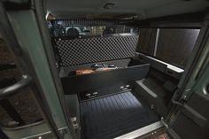 Land Rover Defender 110 SE - Blaser Limited Edition (3)