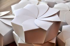 Inspired by origami, the packaging resembles a bud that blooms into a flower when opened. It was created with sustainability in mind, being only one piece of paperboard with no glue or plastic.