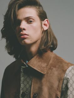 Living on My Own story captured for ODDA Magazine's Spring Summer 2016 edition by fashion photographer Maurizio Bavutti features up and comer Erin Mommsen Erin Mommsen, Androgynous Women, Brown Hair Men, Long Hair Models, Surfer Magazine, Hair Reference, Drawing Reference, Boys Long Hairstyles, Long Brown Hair