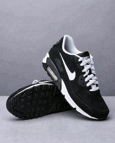 Les chaussures. Noir et blanc. Je veux!