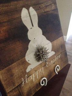 Happy Easter Wood Pallet Sign with Bushy Tail by MadeByFreckles #diywoodwork Wood Pallet Signs, Wood Pallets, Wood Signs, Spring Crafts, Holiday Crafts, Holiday Fun, Pallet Crafts, Wood Crafts, Diy Wood