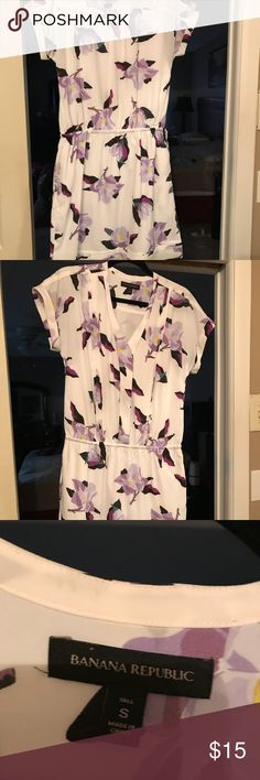 Banana Republic dress with pockets Banana Republic dress with drawstring waisted and pockets. The flowers are purple, fuschia, white, black and green. It's a beautiful dress. I only wore it a few times. Banana Republic Dresses Midi