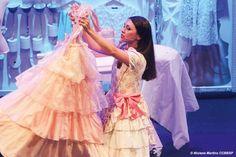 Peça infantil estrela Cinderela independente que quer estilista