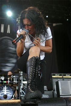 Voir Lacuna Coil en concert, un jour, aussi. (ah, Cristina est tellement belle ♥)