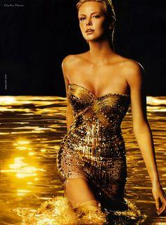So beautiful. aside from Marilyn Monroe, she's my favorite model.