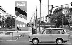 DDR-Alltag im Jahr 1979: Die DDR feierte ihren 30. Geburtstag mit großflächigen Propagandaplakaten. Zehn Jahre später sollte sie in sich zusammenbrechen.
