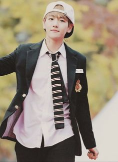 Ugh first is was suho, then xiumin, then chanyeol, and now baekhyun I cannot pick a bias anymore