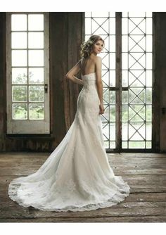 lace wedding dress THE BACK of this ONE ! GORG
