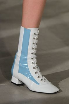 Arthur Arbesser at Milan Fashion Week Spring 2017 - Details Runway Photos Fluffy Shoes, Victorian Shoes, Fashion Boots, Milan Fashion, Shoe Boots, Shoe Bag, Fashion Beauty, Womens Fashion, Dress To Impress