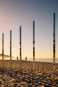 An arc of mirrored posts installed by Phillip K Smith III reflected the colours of the Southern Californian landscape as they changed throughout the day.