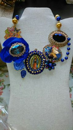 Collar virgen de Guadalupe diseñado por Deseos Divinos Guadalajara 044 333 508 55 58 Wedding Jewelry For Bride, Vintage Wedding Jewelry, Bracelet Crafts, Jewelry Crafts, Diy Necklace, Fashion Necklace, Catholic Jewelry, Mexican Jewelry, Textile Jewelry