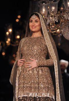 Kareena Kapoor Sabyasachi at Lakme Fashion Week winter festive 2016