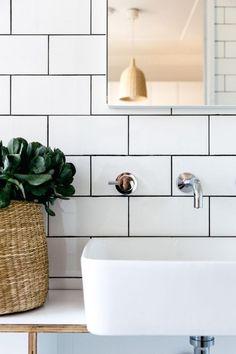 Bathroom with White Subway Tiles and Black Grout Modern Bathroom Modern Bathroom Decor, Bathroom Trends, Chic Bathrooms, Bathroom Interior, Bathroom Ideas, Bathroom Box, Bathroom Vintage, Minimal Bathroom, Bathroom Inspo