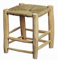 Tabouret en bois, Petites productions - Notre sélection d'objets déco pour les vacances - Face à un panorama de choix, digne des plus beaux sommets, vous pourrez vous asseoir en toute simplicité dedans ou dehors sur ce tabouret de bois brut. A l'ordre du jour...