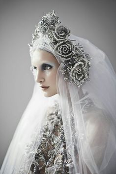 Ice Queen Note:fabulous safety pin headpiece and veil by Sorcha… Fascinators, Headpieces, Dress Dior, Ice Queen, Dark Queen, Editorial Fashion, Fashion Photography, Fancy, Bride