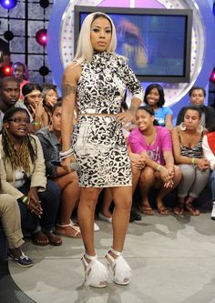 Keyshia Cole's 106 & Park Chargrels Couture Leopard Print Outfit and Jimmy Choo Teazer Feather Trimmed Satin Sandals Keyshia Cole, Minnesota, Lab, Leopard Print Outfits, Hip Hop And R&b, Flawless Beauty, Great Women, Curvy Outfits, Woman Crush